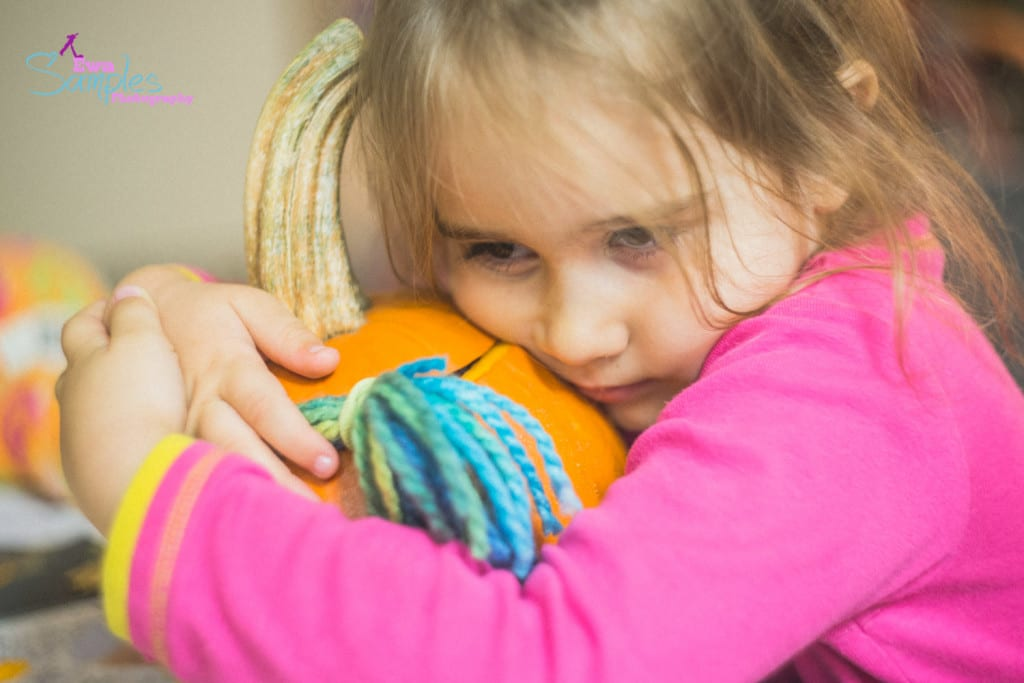 carving pumpking with kids-10