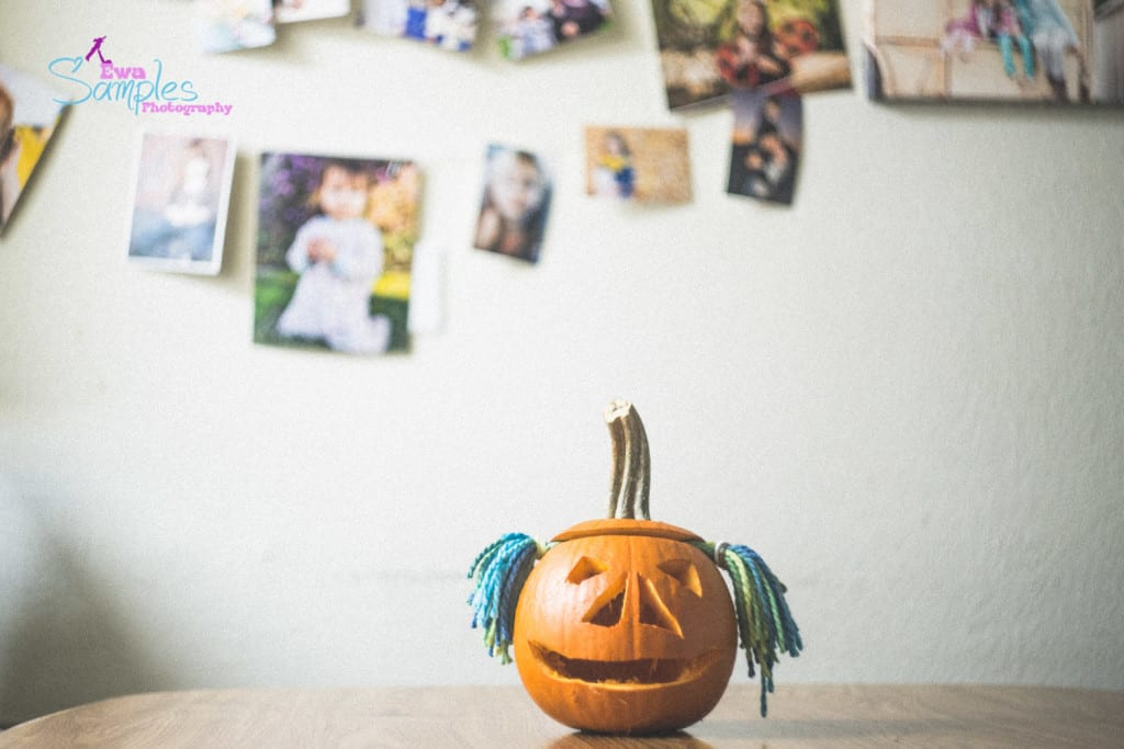 carving pumpking with kids-13