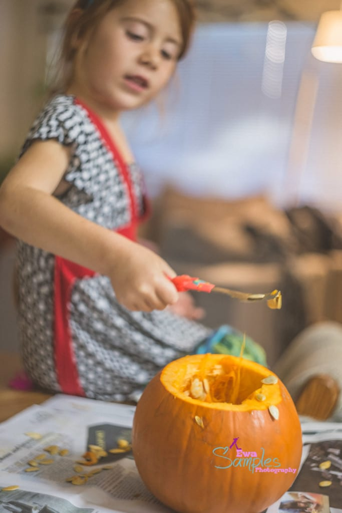 carving pumpking with kids-3
