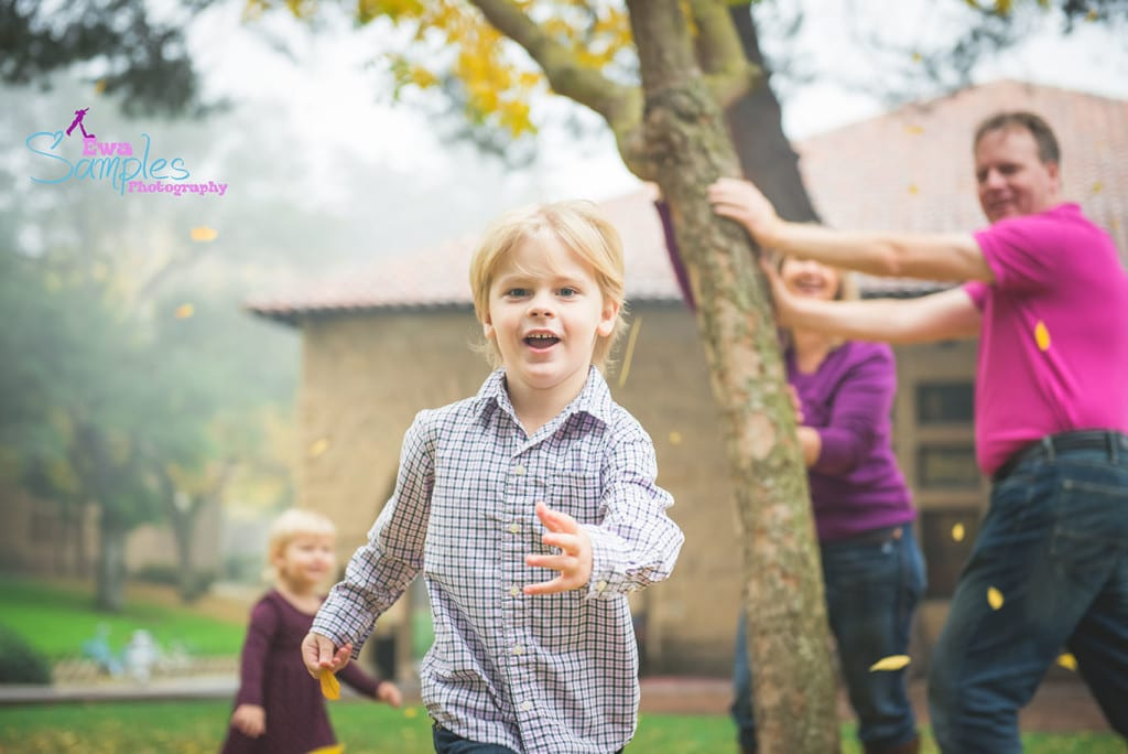 Palo_Alto_Fall_Colorful_Family_Session_in_fog_Ewa Samples Photography