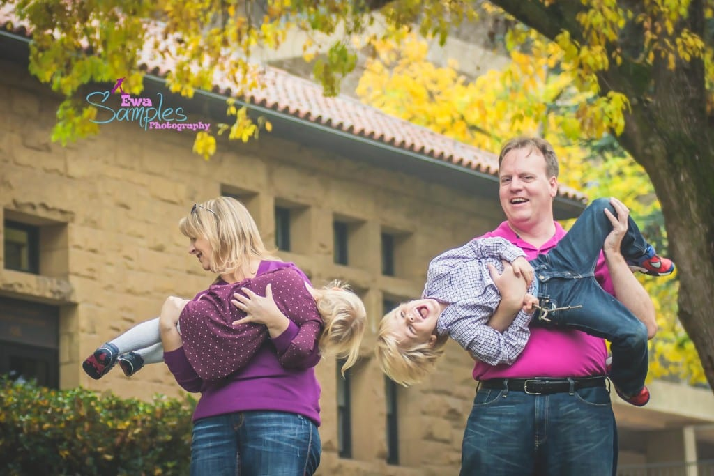 Stanford_Fall_Colorful_Family_Session_in_fog_Ewa Samples Photography