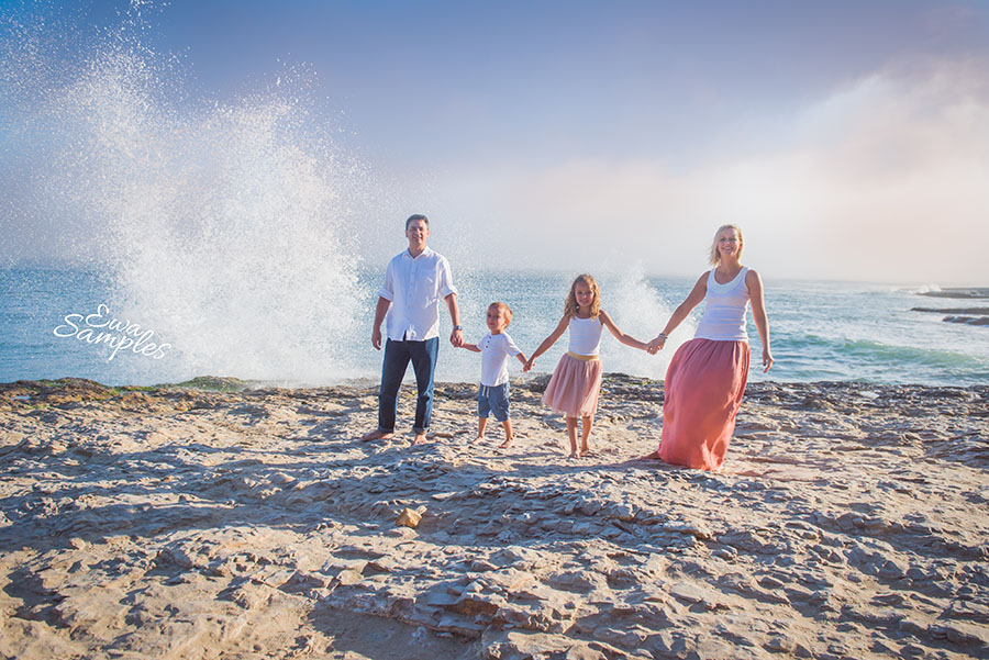 fun family pictures on the beach session_ewa samples photography